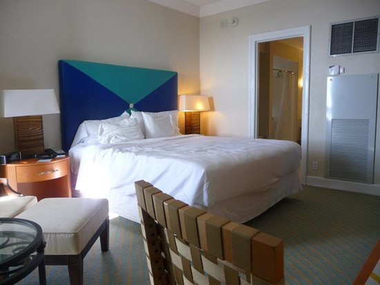 Grand Lucayan, Bahamas: Corner room #506 with ocean view