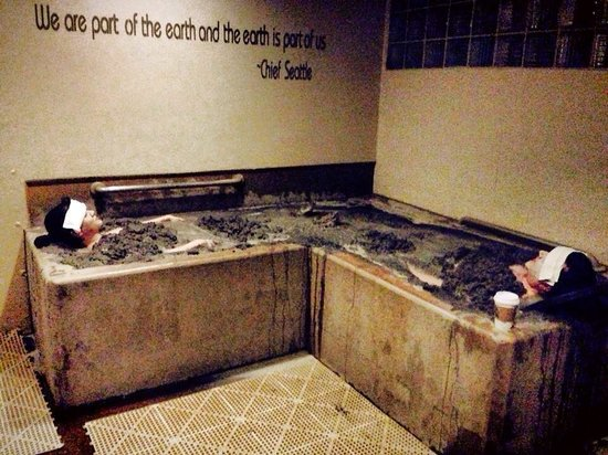 Golden Haven Hot Springs Spa: Mud bath