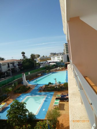 Apartamentos Montemar : Pool from the balcony