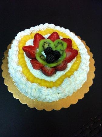 Gelateria Pasticceria Ela: Torta di panna e frutta fresca