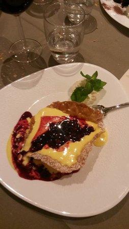 Hotel Scoiattolo : Cestino di mandorle con crema e frutti di bosco