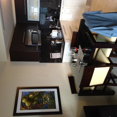 Ocean Two Resort & Residences: Kitchen area - stylish and well equipped