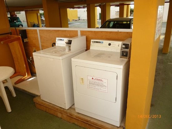 Apartamentos Montemar: Washing machines
