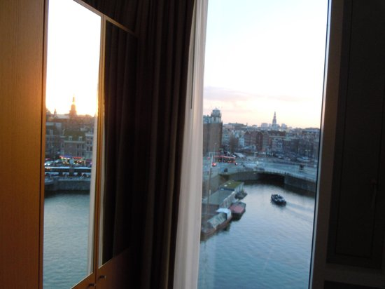 DoubleTree by Hilton Hotel Amsterdam Centraal Station : Room view