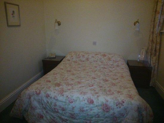 Ambassador Hotel: Such a nice room!