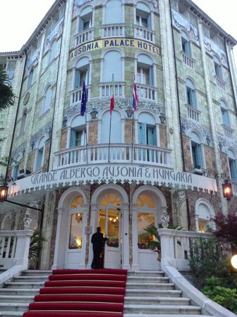 Grande Albergo Ausonia & Hungaria : Buitenkant hotel