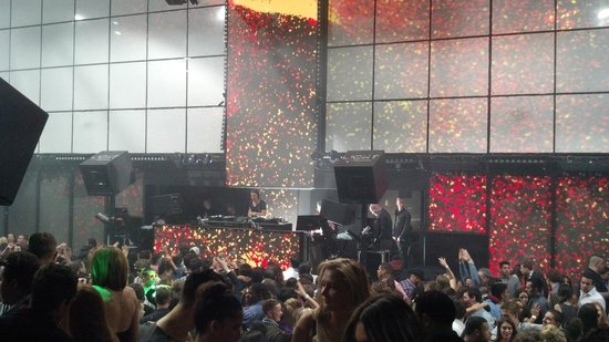 The LIGHT Vegas : LED wall & Axwell