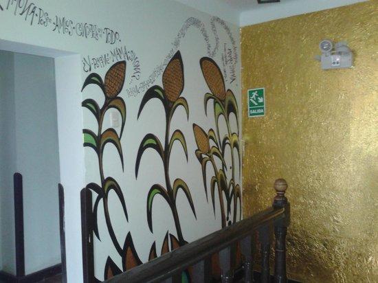 Mama Simona Hostel: murales...