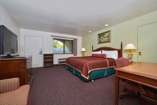 Americas Best Value Inn & Suites: King Bed