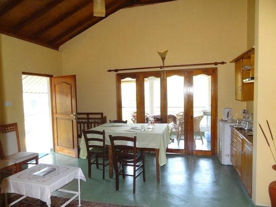 Morning Mist Guesthouse: Salle commune pour repas,...