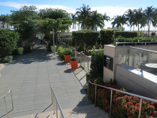 Four Seasons Hotel Miami: hotel grounds