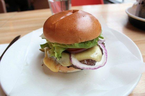 Byron Charing Cross: Cheeseburger