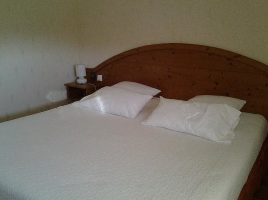 Villeneuve-d'Olmes, France: bed