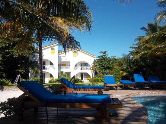 Caribbean Villas Hotel : We had the Villa on the upstairs right