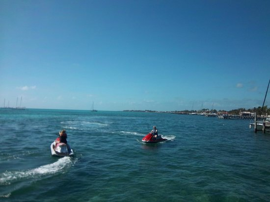 Caribbean Villas Hotel : Rented jet skis on Ambergris Caye