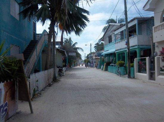 Caribbean Villas Hotel: Dirt streets