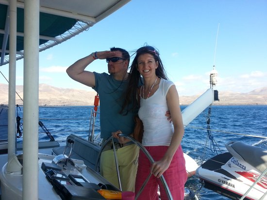 Catlanza : driving the boat!