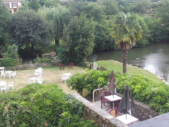 Le Moulin de Loué : cadre magnifique vue sur la rivière la Vègre !