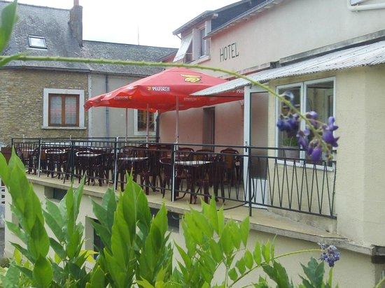 Le Moulin de Loué : hôtel et terasse au bord de l'eau ..un petit Paradis !