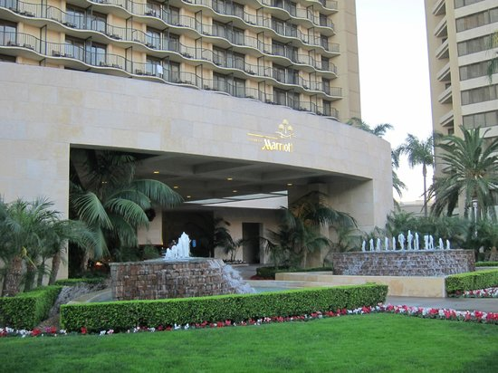 Anaheim Marriott: Front of the hotel