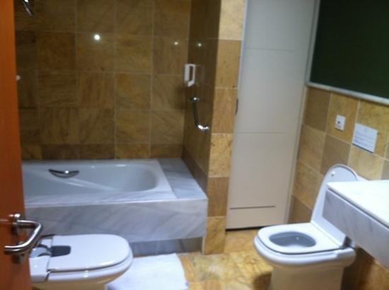 VIK Coral Beach: bathroom