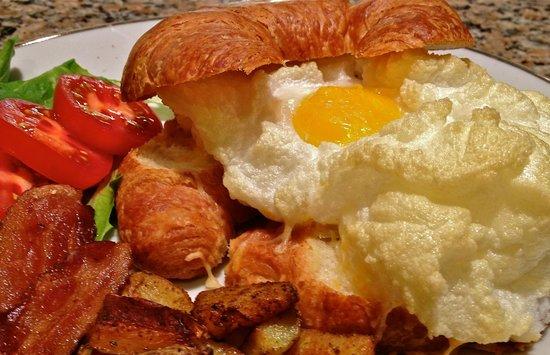 Napoleon's Retreat Bed & Breakfast: Eggs on a cloud
