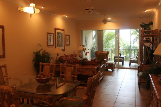 Tortuga Beach Resort : LR/DR