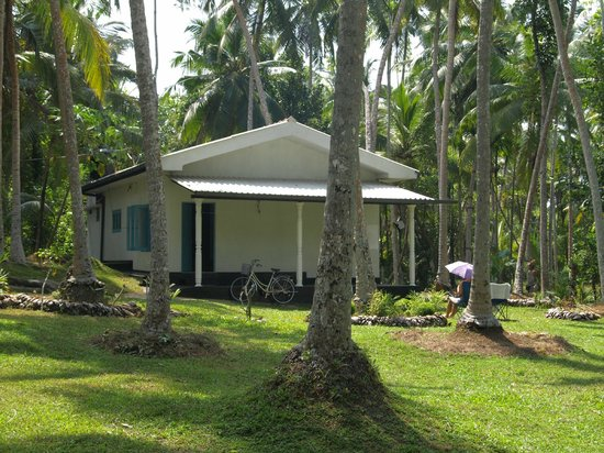 Mihin Villa Bentota: Front of Residence with covered verandah