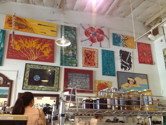 Maui Coffee Roasters: Nice art on the walls