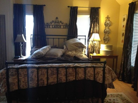 Carriage House Bed & Breakfast : Upstairs King Sized