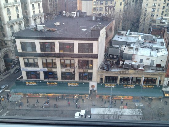 Hotel Beacon : View of Fairway Market grocery store from room