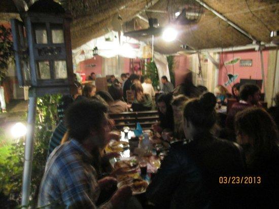 Alfama Patio Hostel: Um dos jantares deliciosos que eles organizam para os hóspedes de entrozarem