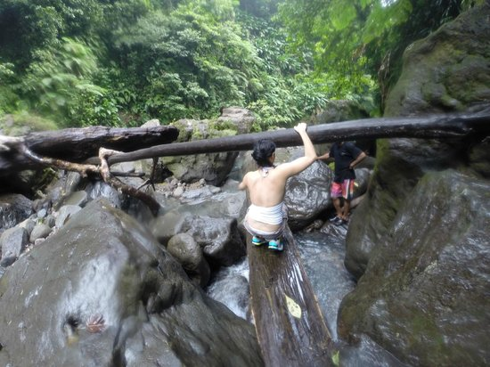 Victoria Falls: Heavy climb and return - 7 river crossings!