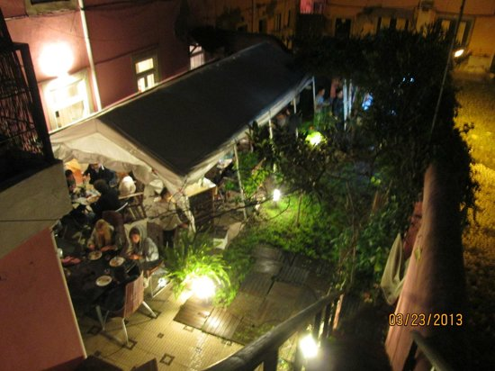 Alfama Patio Hostel: Vista para o pátio