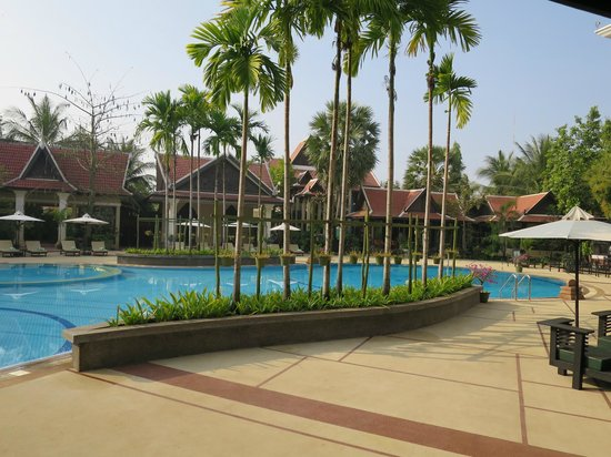 Borei Angkor Resort & Spa: pool deck