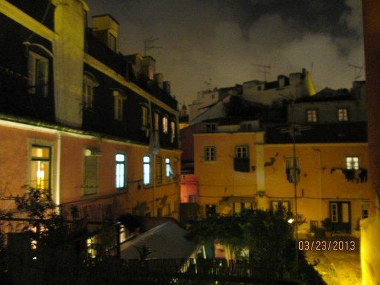 Alfama Patio Hostel: Vista do entorno