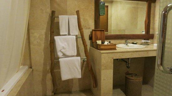 Alam KulKul Boutique Resort: lovely bathroom plenty hot water