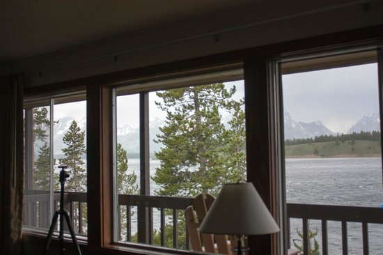 Signal Mountain Lodge : Looking through the living room window
