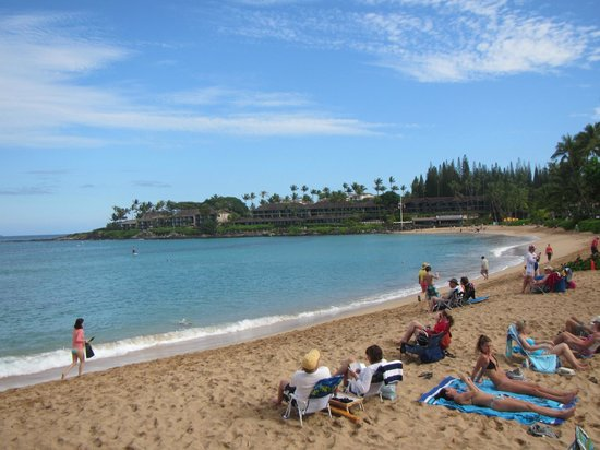 Napili Surf Beach Resort: View of beautiful Napili Beach - only steps away from the rooms.