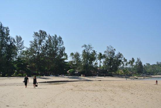 Lanta Castaway Beach Resort: Stranden