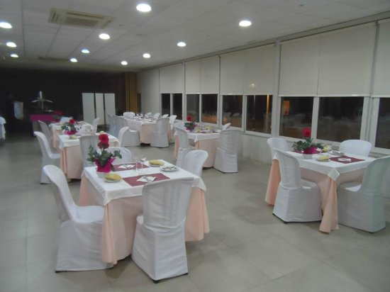 Hotel Elimar : Tables in dining room