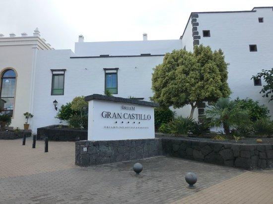 Gran Castillo Tagoro Family & Fun Playa Blanca: Dream Gran Castillo Resort sign