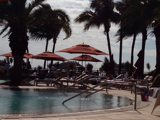 JW Marriott Marco Island Beach Resort: Beautiful day at the pool.