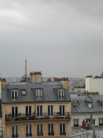 Hotel des Arts - Montmartre: View from window.