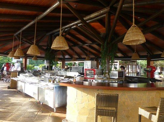 Gran Castillo Tagoro Family & Fun Playa Blanca: Pool Bar at the Dream Gran Castillo Resort