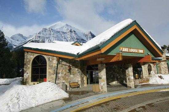 Lake Louise Inn: Exterior Winter