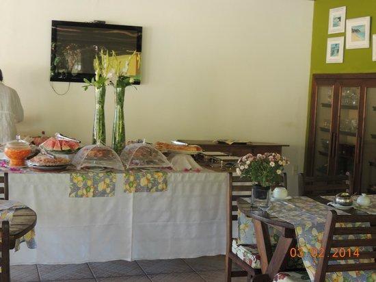 Vista Bela Pousada: Mesa do café da manhã
