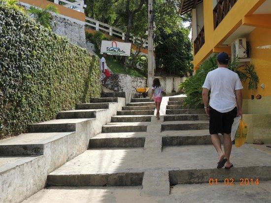 Vista Bela Pousada: Escada para chegar até a pousada.