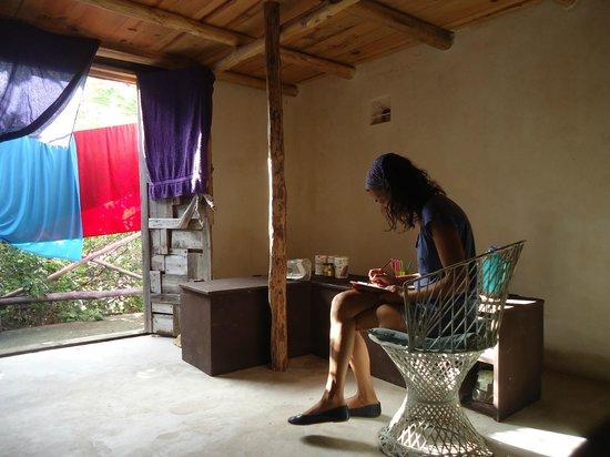 Lolo Lorena: artista creando en la habitación