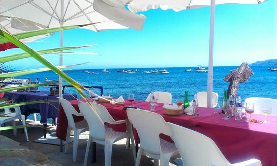 Hostal Restaurante Isleta Del Moro: Terrace are right over sea front